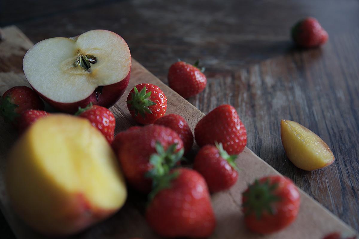 summer-fruits-strawberry-peach.jpg