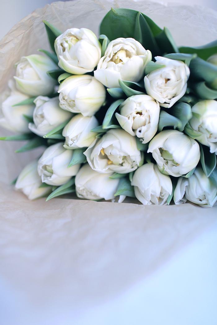 white-tulips-bouquet.jpg