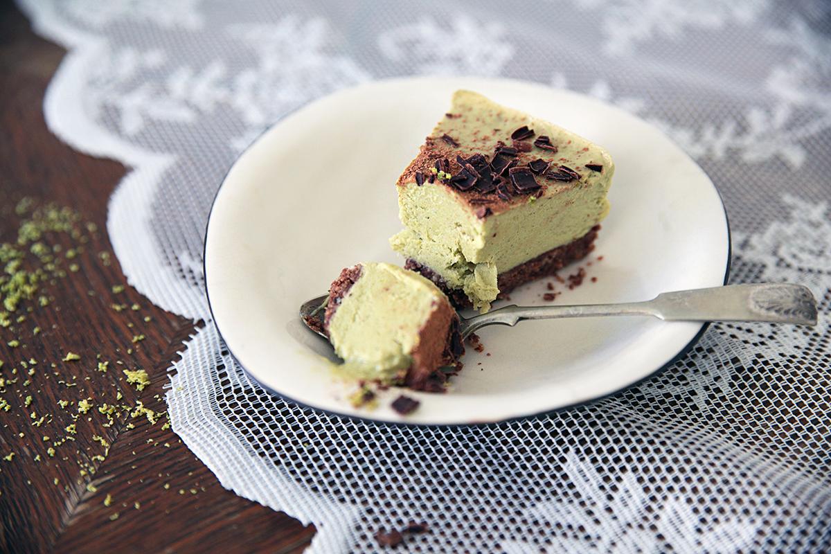 raw-lime-avokado-chocolate-cake.jpg
