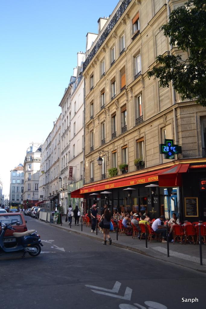 Pariisia 164 sentin korkeudelta