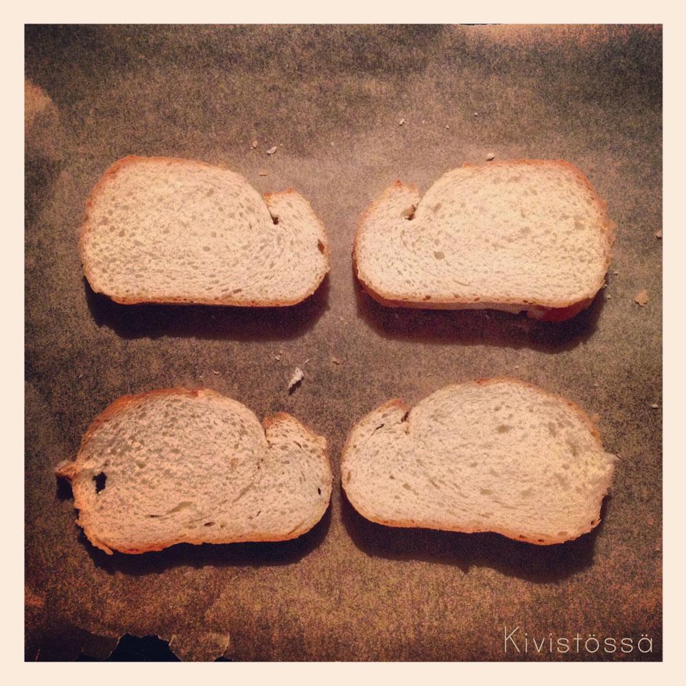 Syömään! Nyhtökanaa leivällä