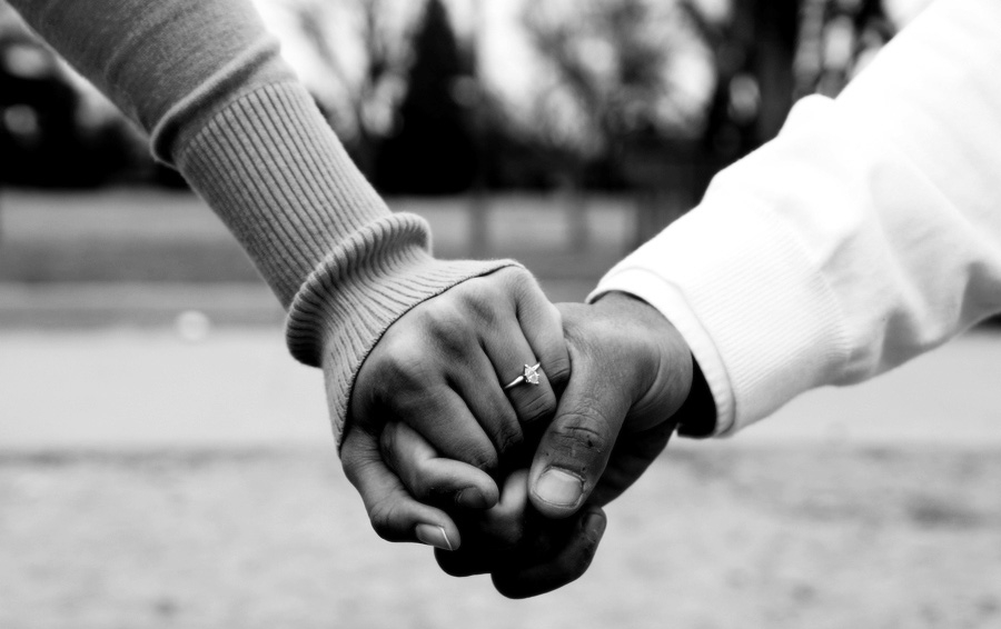 Couples-Holding-hands-love-35144299-900-600.jpg