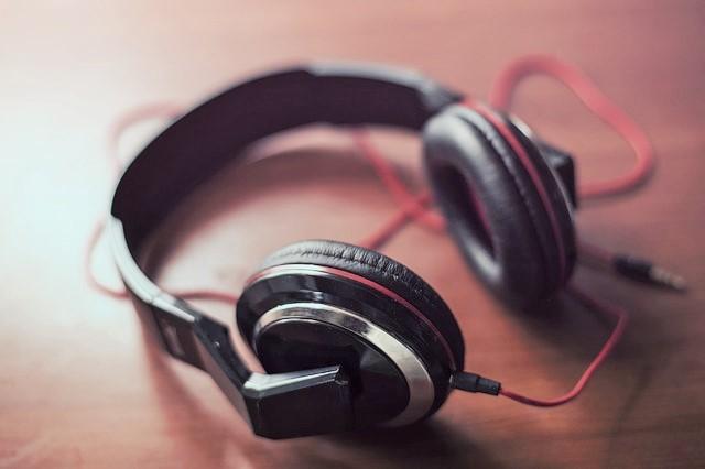 headphones-407190_640.jpg