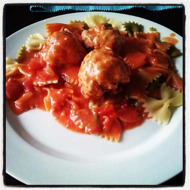 Lihapullat tomaattikastikkeessa