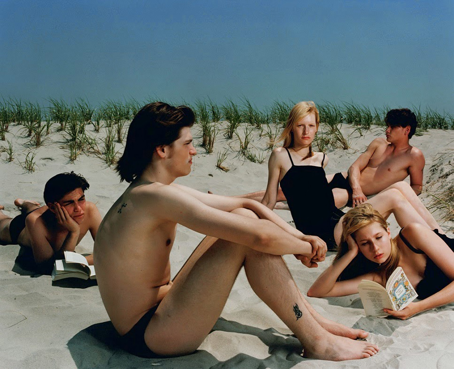 Loewe-SS15-New-Campaign-Image_Beach.jpg