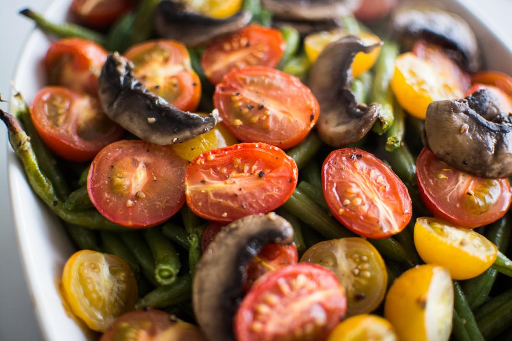 paahdetut-vihreat-pavut-tomaatit-sienet-2.jpg