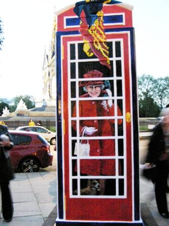 Kuningatar puhelinkopissa pieni.jpg
