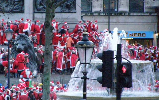 Joulupukit Trafalgarilla rajattu pieni.jpg
