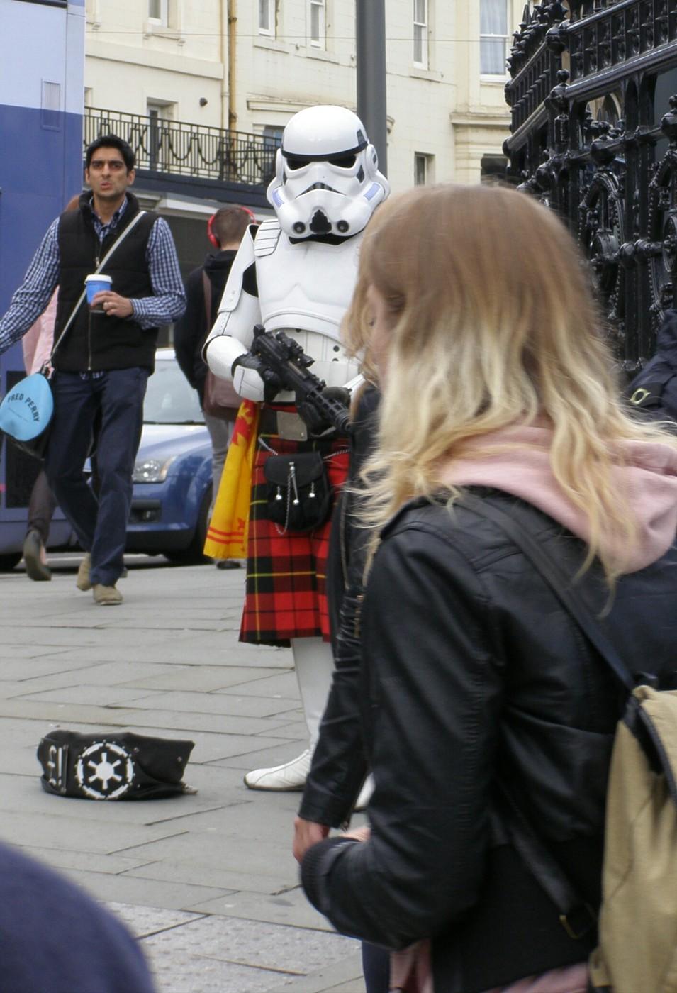 Kaukaisia vieraita Edinburghin festivaaleilla… (Kirjabloggaaja Edinburghissa osa 7)