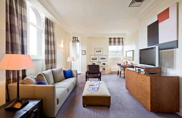 The-Balmoral-Edinburgh-The-JK-Rowling-Suite-Living-Room-4311 pieni.jpg