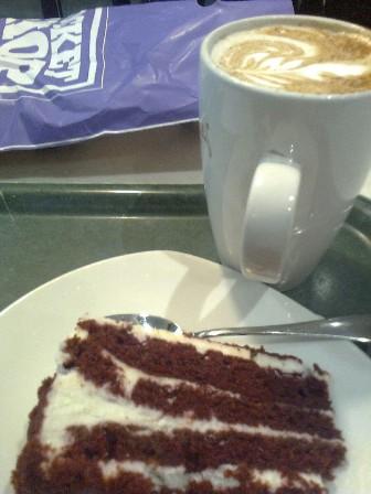 Piparkakkukahvi ja Red Velvet kakku Finlandia pieni.jpg