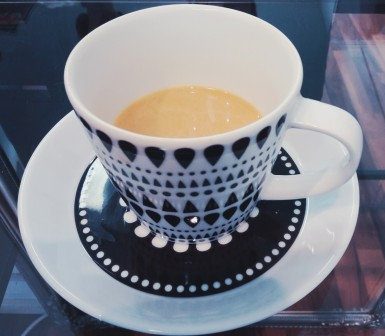 kampaajalla kuppi kahvia pieni kuva.jpg