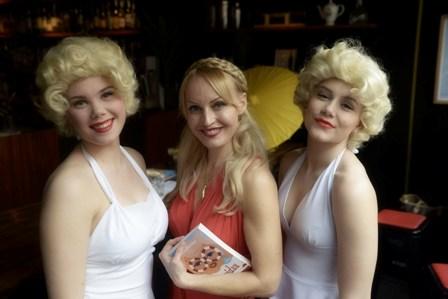 Laura ja Marilynit pieni.jpg