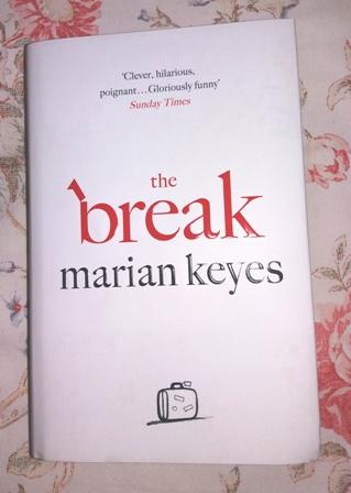 Marian Keyes The Break kovakantinen arvonta kukkatausta kirkas blogiin.jpg