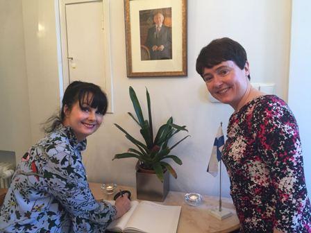 Marian Keyes and H.E Ambassador Maeve Collins Picture Courtesy of Irish Embassy pieni kuva.jpg