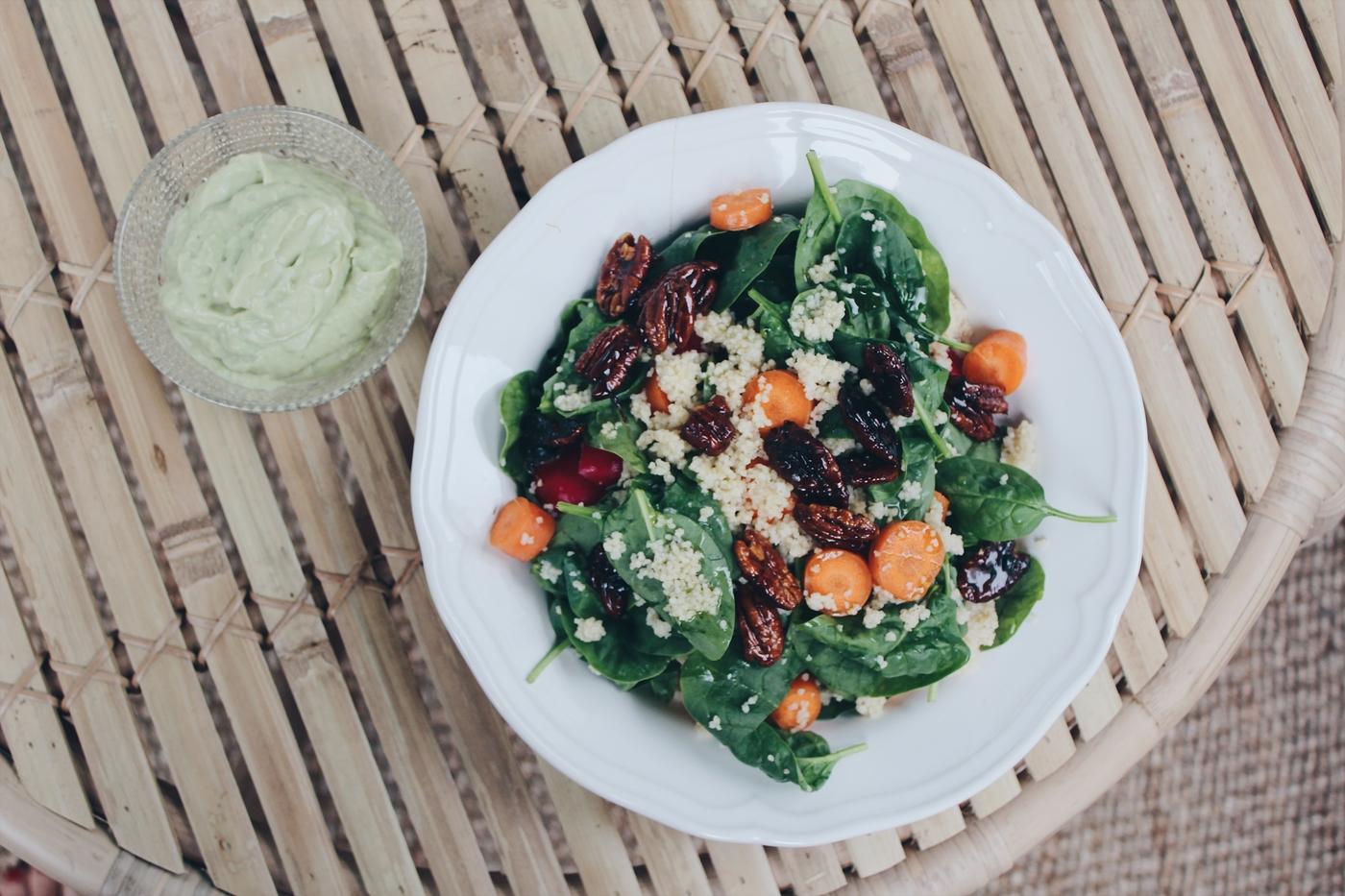 Melkein vegaaninen mättösalaatti ja pari ajatusta kasvissyönnistä