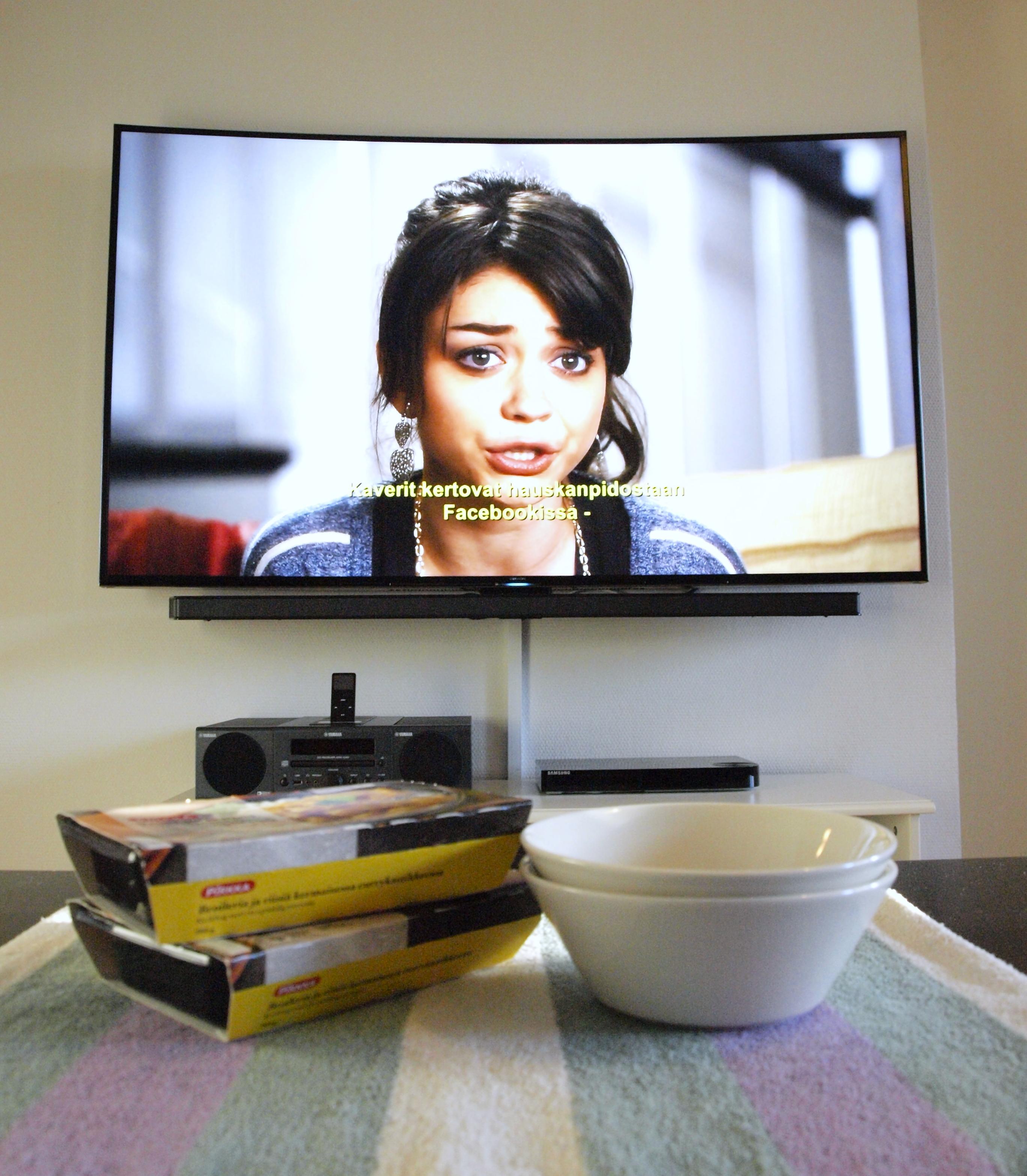 Arkipäivän romantiikkaa television ääressä