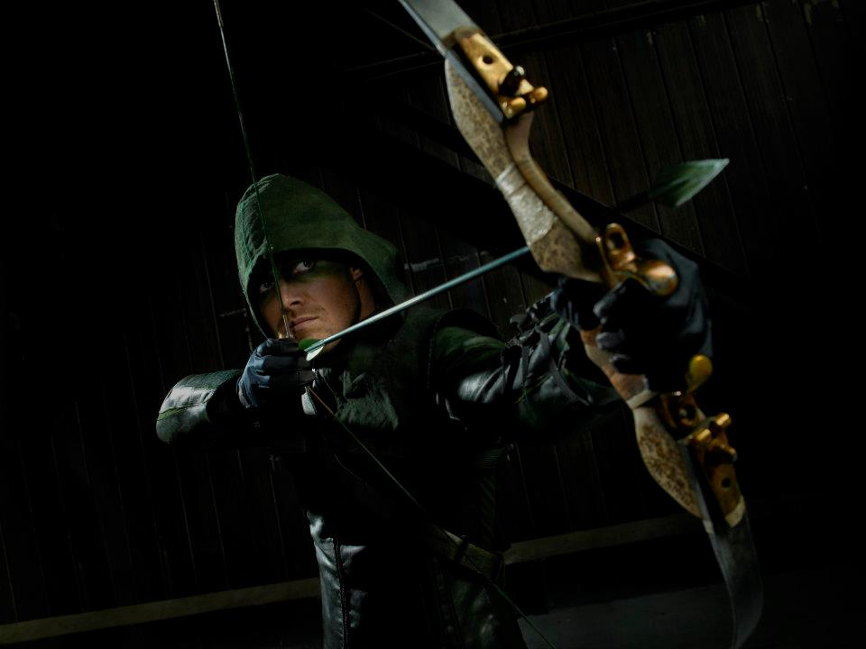 Sarjakuvasankari oikeutta jakamassa: Arrow