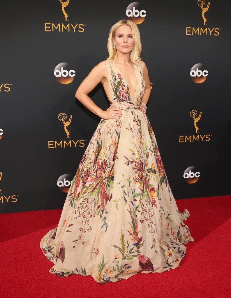 Emmys 2016 Kristen Bell.jpg