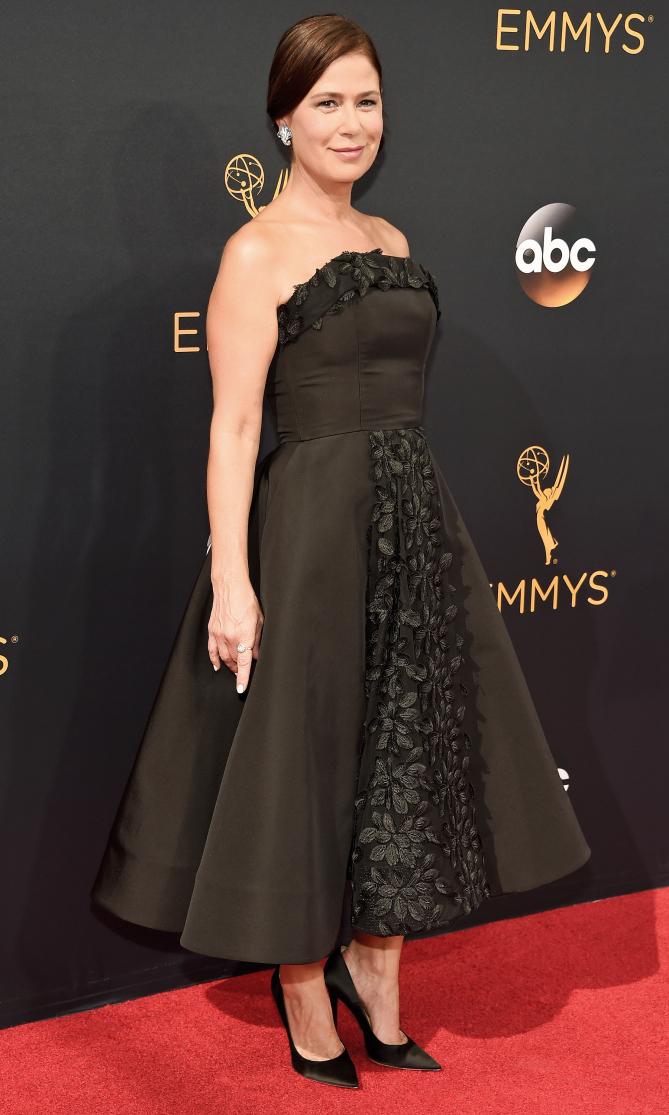 Emmys 2016 Maura Tierney.jpg