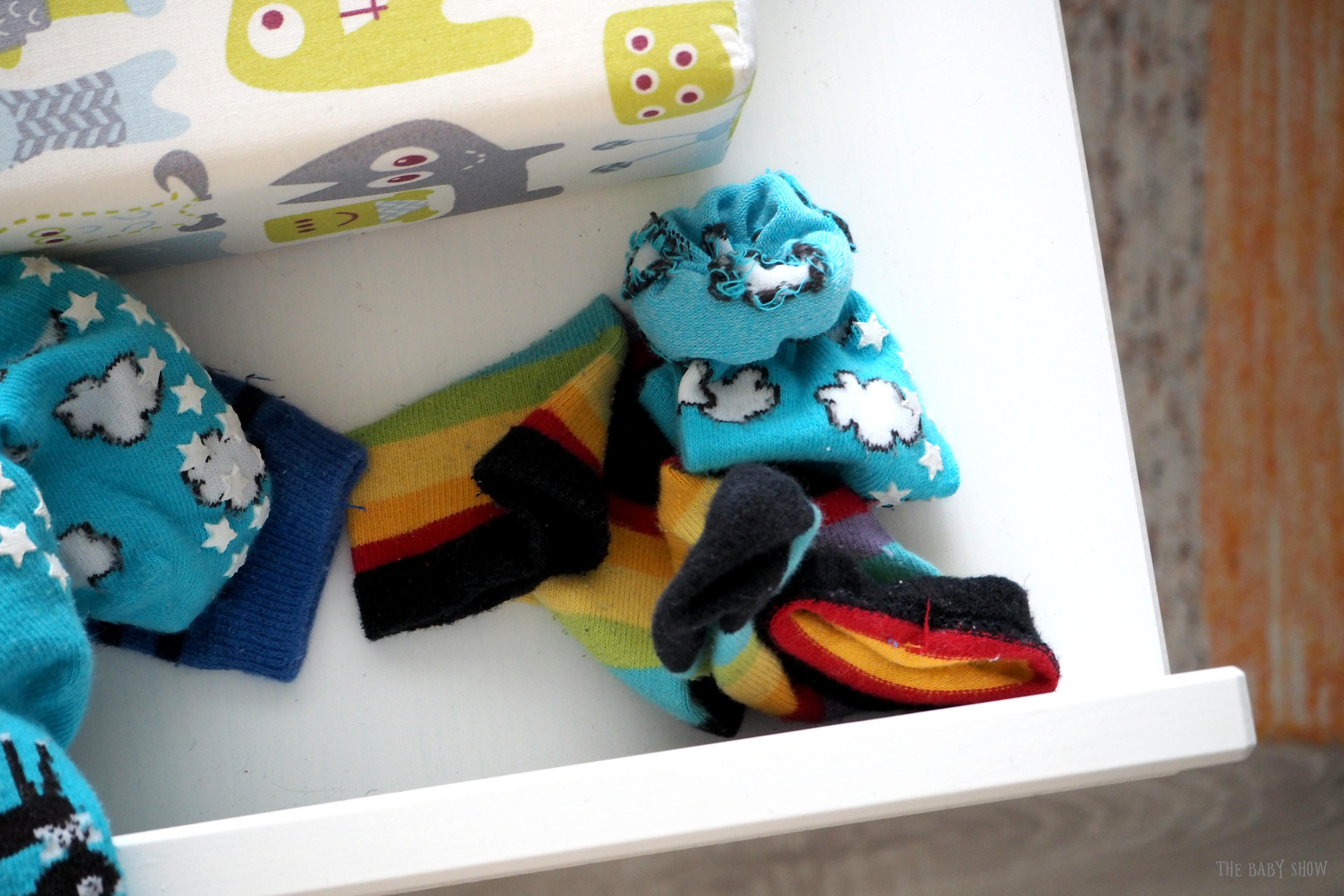 Hoitopöytä ja sukat.JPG