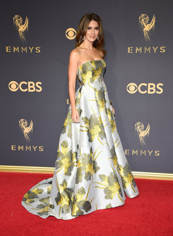 Emmys 2017 Hilaria Baldwin Red Carpet.jpeg