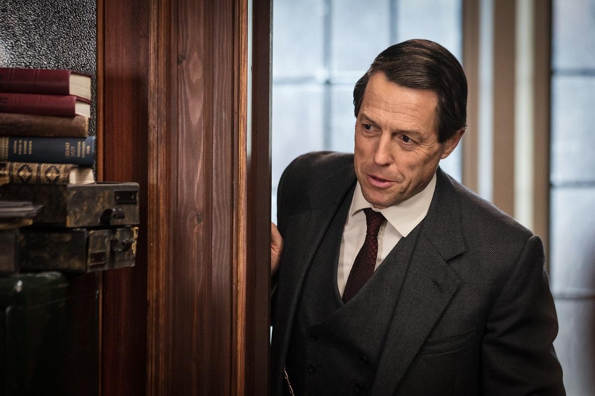 TV-vinkki: Hugh Grant skandaalinkäryisessä brittisarjassa