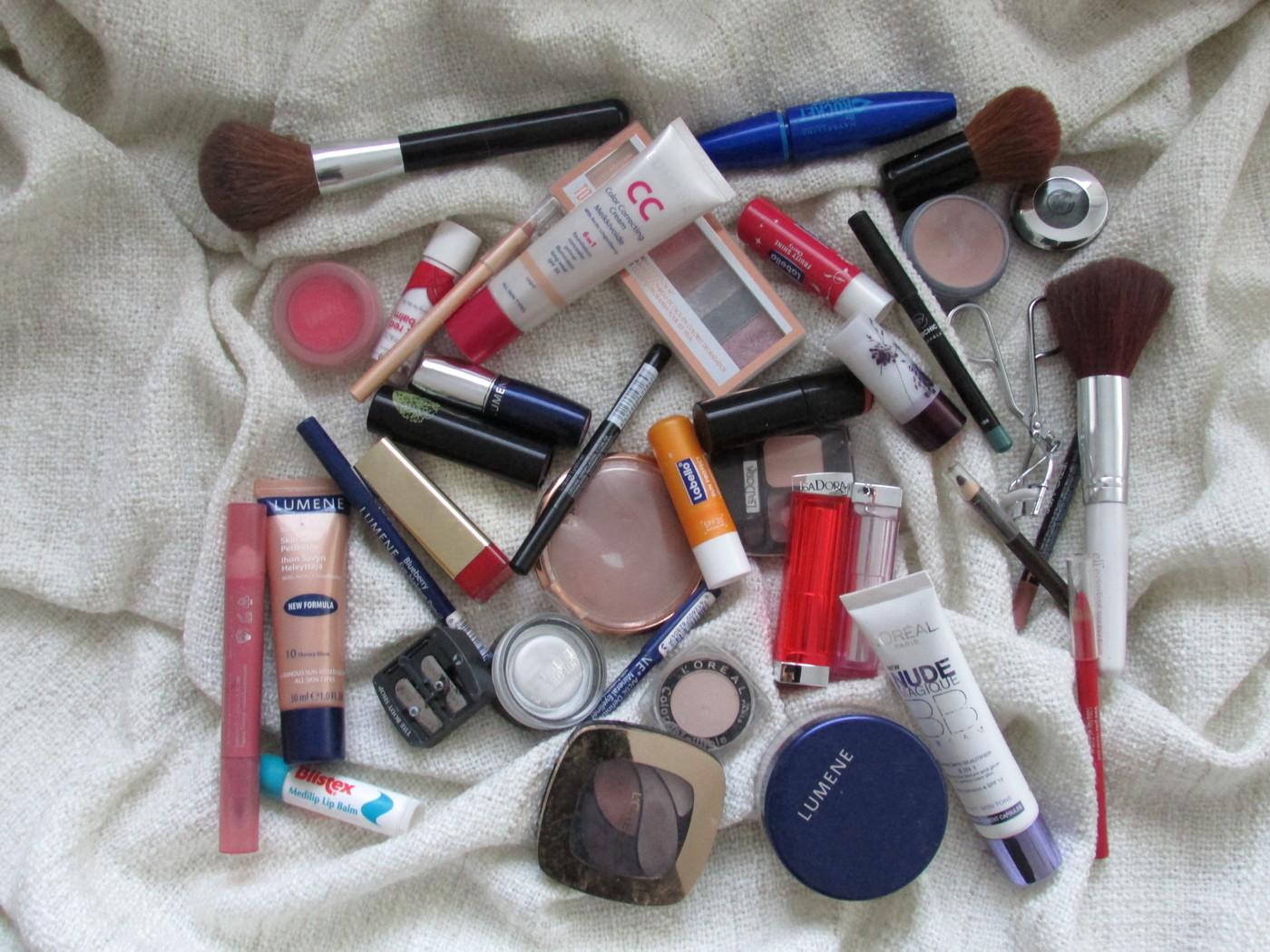 Mitä meikkikoristani löytyy?