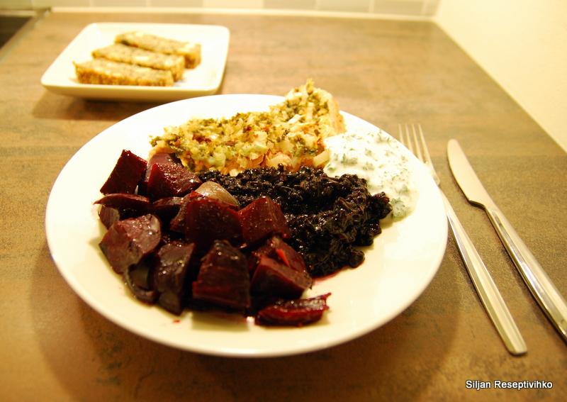 Itämainen uunilohi, paahdetut punajuuret ja jauhoton siemenleipä