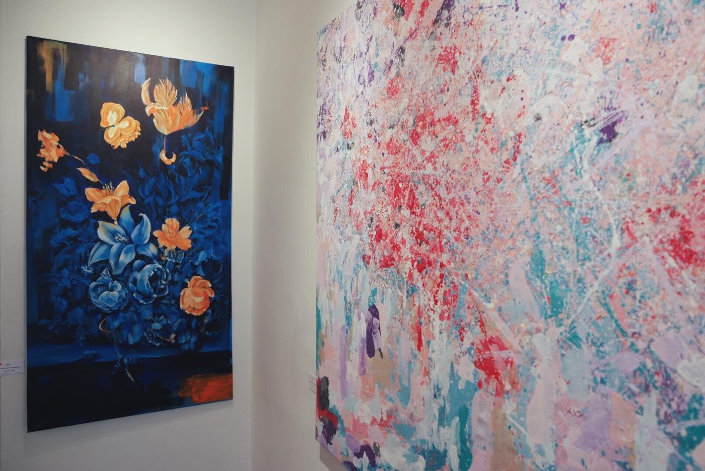 Kukkaloistoa galleriassa