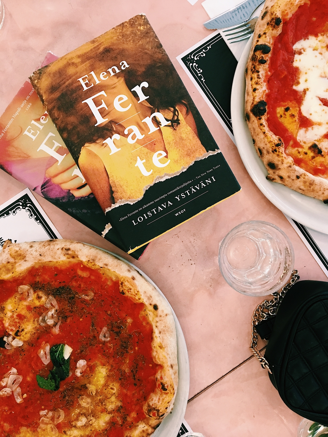 5 syytä rakastaa Elena Ferranten Napoli-sarjaa