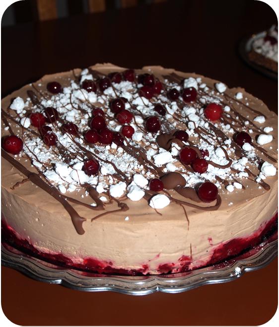Lilliputin tekemä kakku – jäädytetty Domino-suklaakakku