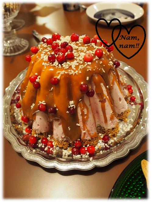 Erilainen joulukakku – Jäädytetty puolukka-valkosuklaakakku