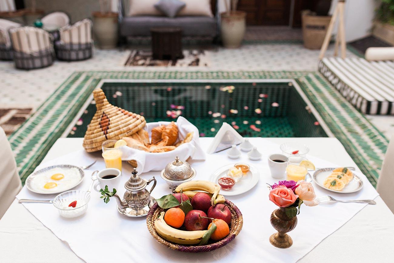 riad-yasmine-marrakech-petit-dejeuner-patio.jpg
