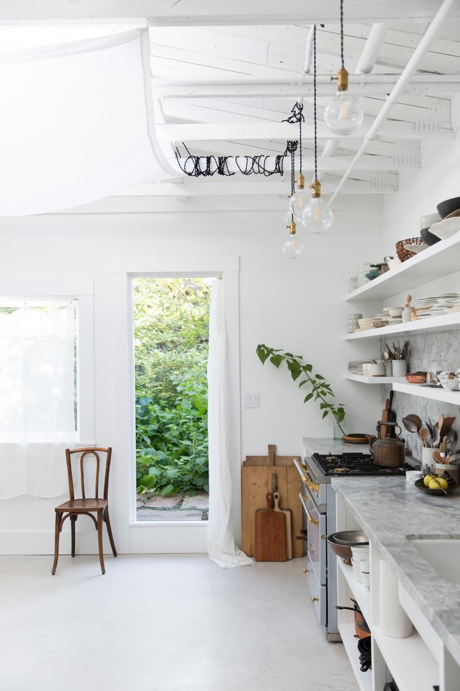 erin-scott-photo-studio-kitchen-doorway-1466x2199.jpg