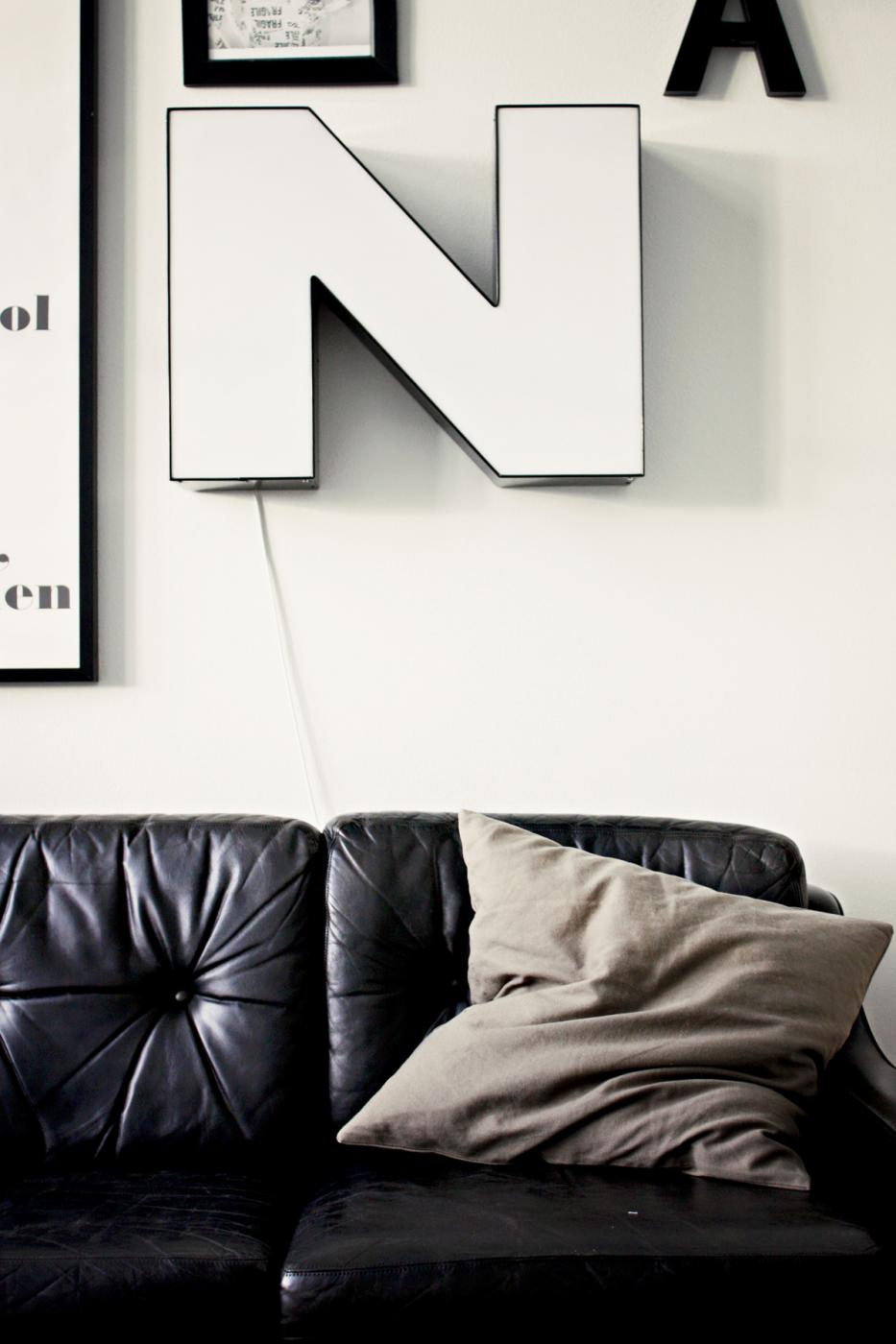 vintage_leather_couch_088copy.jpg