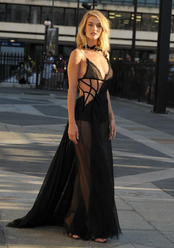 Versace houkutteli huippumallit muotiviikoille
