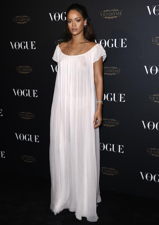 Näe Rihanna (melkein) peittävässä mekossa ja muut Voguen juhlayllätykset