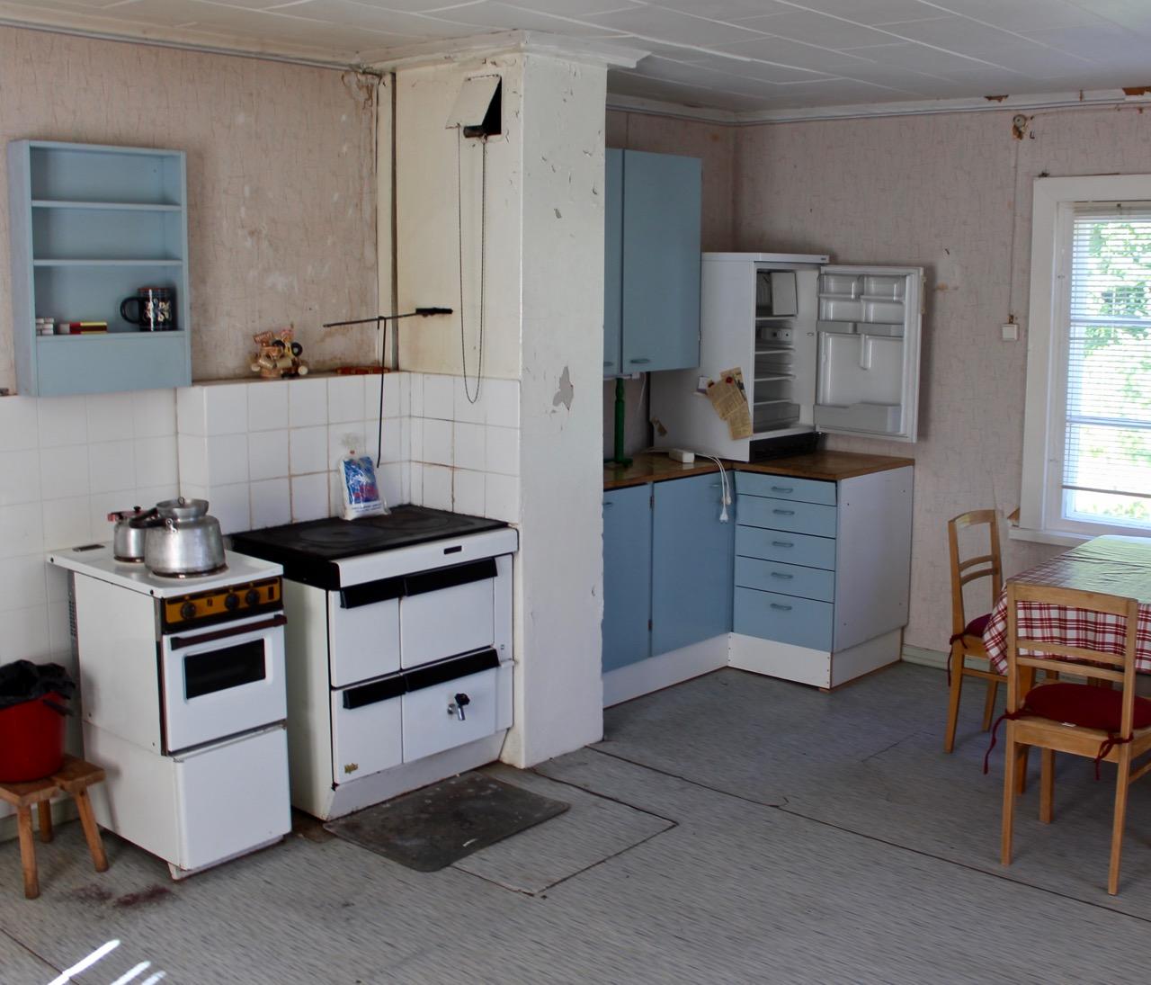Mökkiremontti: keittiö remontoitiin raikkaaksi
