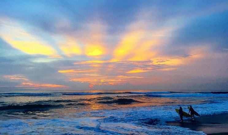 surffi auringonlaskussa.jpg