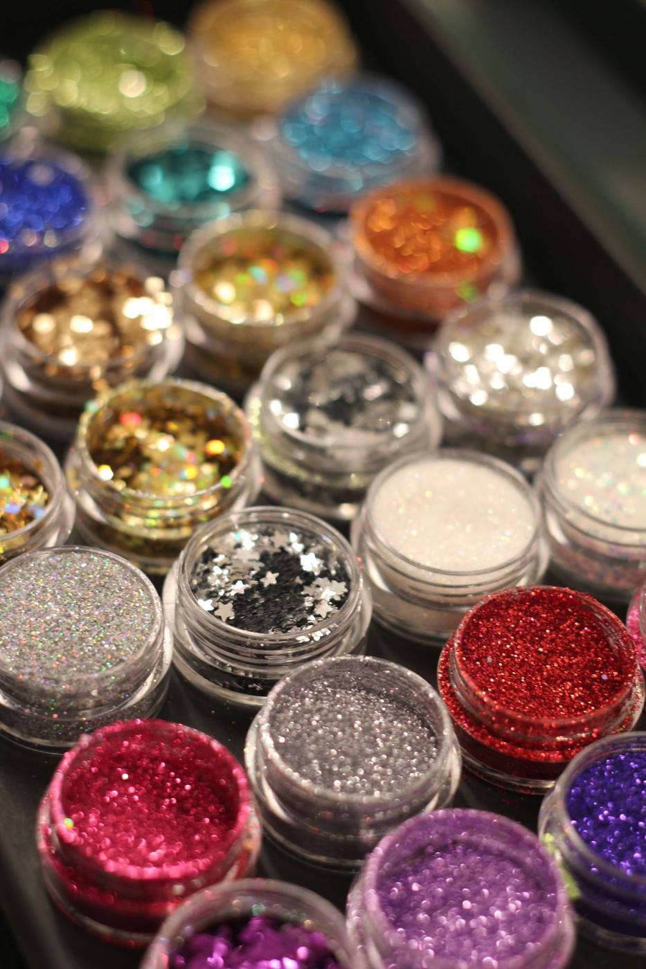 Glitter by ElinaK // Vinkkejä uudenvuoden glittermeikkiin, alekoodi ja arvonta