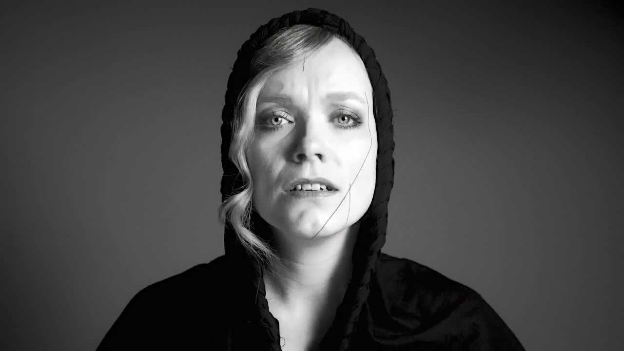 Kunnianosoitus naisille: Ane Brun – You Lit My Fire