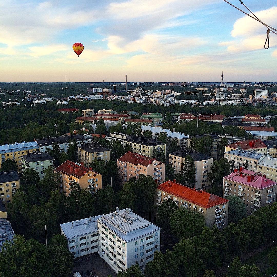 Kuumailmapallolla Helsingin yllä