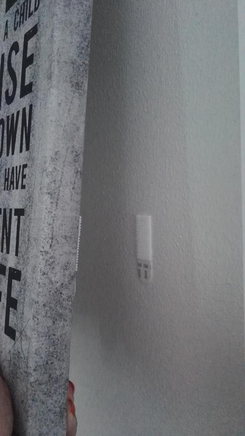 Kylpyhuonetarvikkeiden ja kalusteiden asennus asennusliimalla