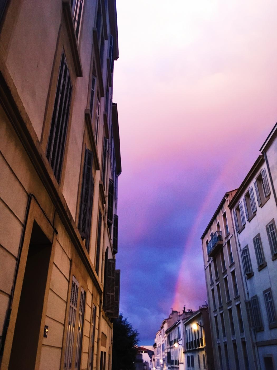 kaikki vähän vinksallaan Marseillessa