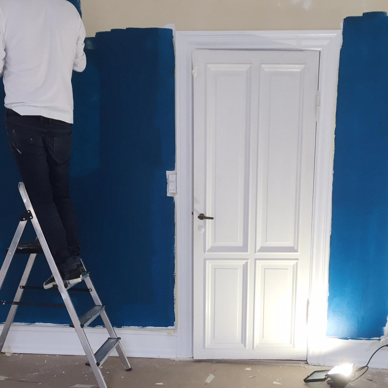 Sininen seinä etenee