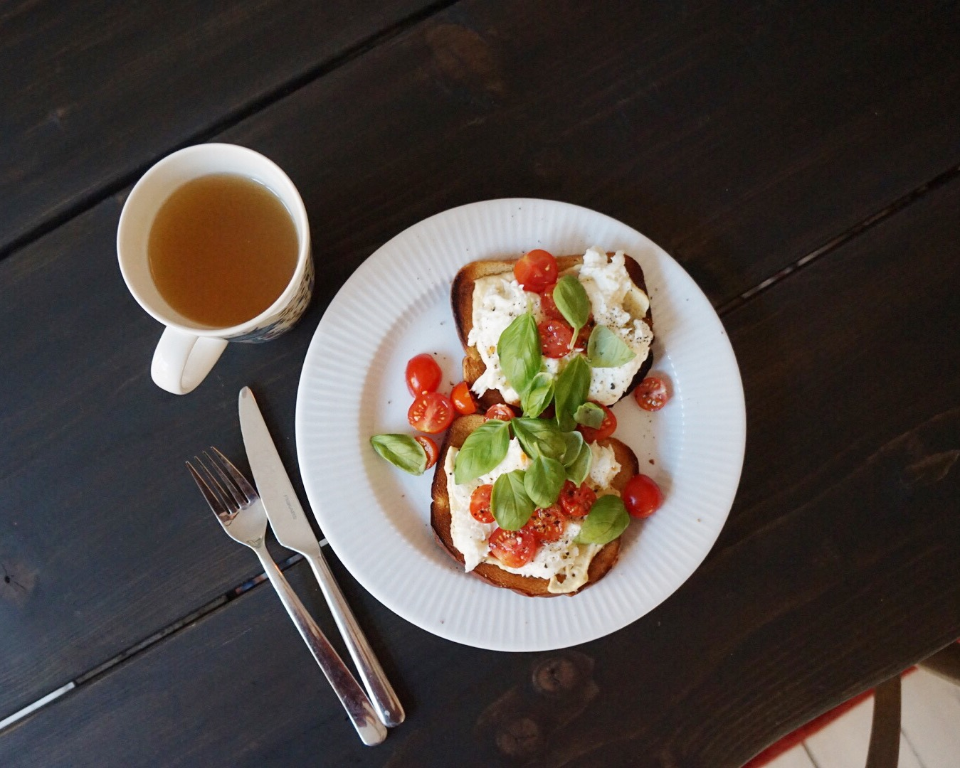 Äkkinälkäisen pelastus: mozzarella-hummusleivät