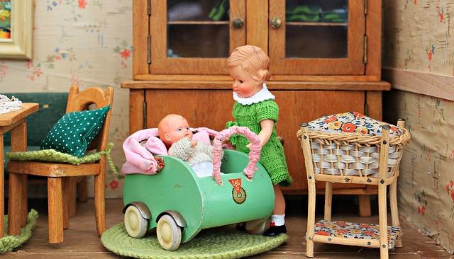 dolls-houses-1576105_640.jpg