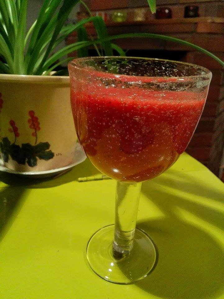 hedelmä mansikka smoothie resepti.jpg