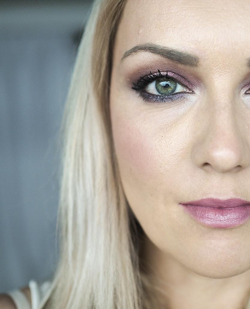 green eyes makeup4pieni.jpg